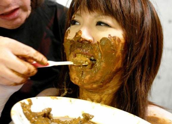 スカトロ食糞!美人お姉さんが脱糞してウンコを卑猥に調理しちゃう企画w