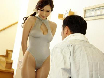 着衣巨乳がスケベ過ぎな淫乱奥様!超乳で誘惑してくるNTR企画がたまりません。。。