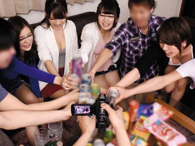 《泥酔JDナンパ》『飲も飲もう〜!!!』超乳の女子大生とギャル男がエロゲームw乱交で騎乗位がスケベな泥酔セックス企画