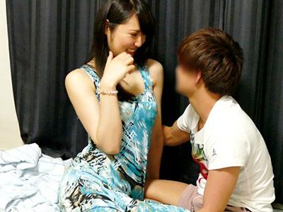 【人妻NTR】『ダンナに怒られちゃう〜♡』爆乳な奥さんをお持ち帰り企画