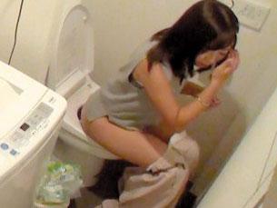 【素人盗撮】美少女お姉さんのおしっこを隠し撮り!貧乳美少女とマニア性交