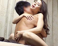 爆乳な垂れ乳おばさんが浮気セックスで痙攣アクメしまくるヤバイやつw