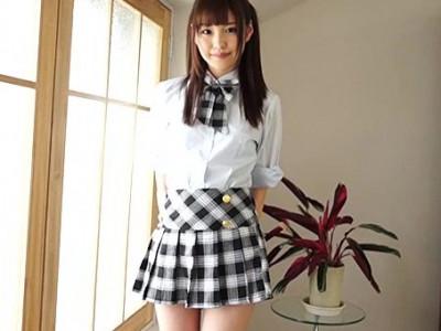 めっちゃ可愛いアイドルの女の子がヤバイw制服姿で見えちゃう!?