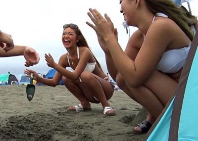 色黒ギャルを浜辺でナンパww水着姿のままハメセックスしてアンアン喘がせるww