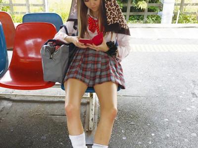 可愛いヤンキー女子高生が縁交でハメ撮りしちゃうwwイキまくって感じまくるww